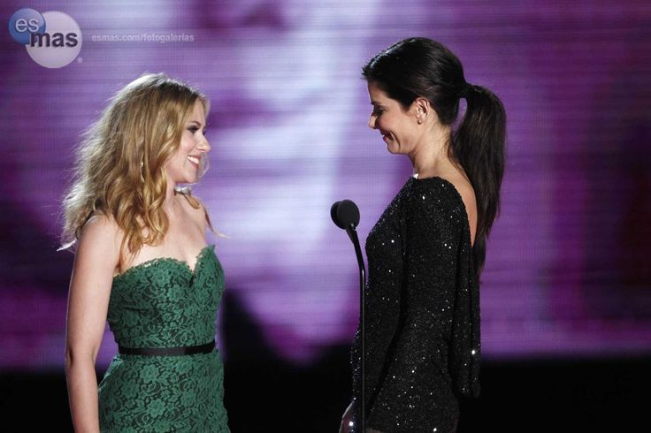 Sandra Bullock Y Scarlett Johansson Beso   Sandy the best actress and ...