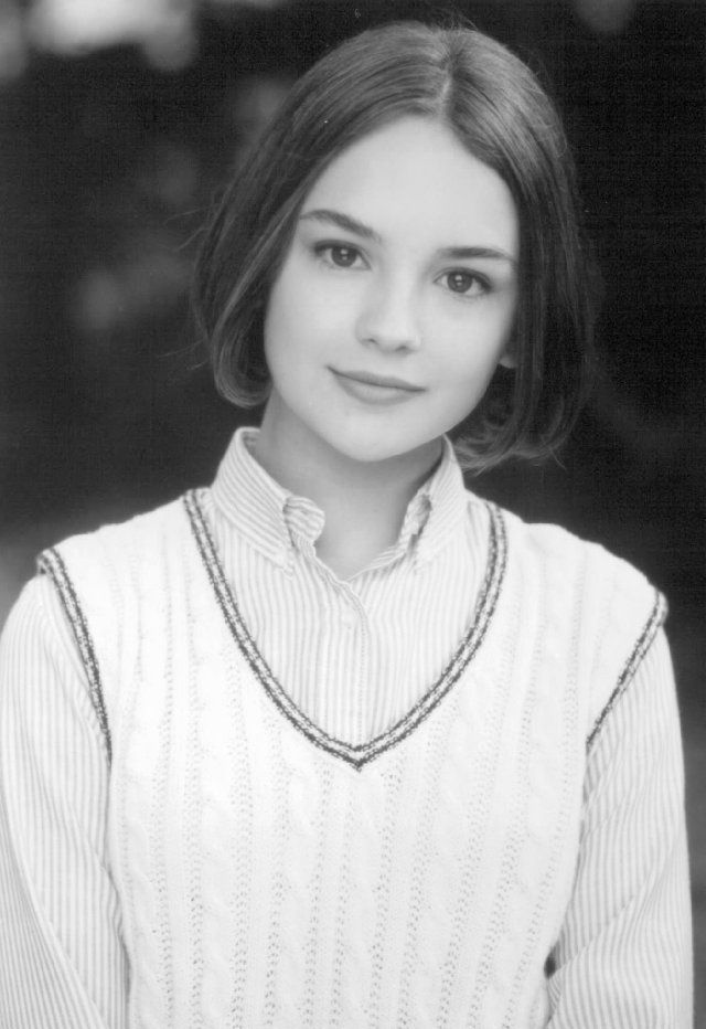 Mary Anne of Baby Sitter's Club movie (1995) played by Rachael Leigh Cook. Source: imdb.com