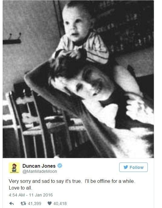 20160111 - O diretor Duncan Jones, um dos dois filhos do cantor britânico David Bowie, postou uma foto com o pai, após o anúncio da morte de Bowie. O cantor, considerado um dos artistas mais revolucionários do século 20, morreu aos 69 anos na noite deste domingo (10). PICTURE: Reprodução/Twitter