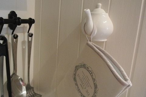 Teapot Hook - Divine Shabby Chic Why not add this adorable teapot hook to your kitchen   In white porcelain  Measuring 10cm x 11cm   The perfect hanger for oven gloves, tea towel or just about anything you like ....