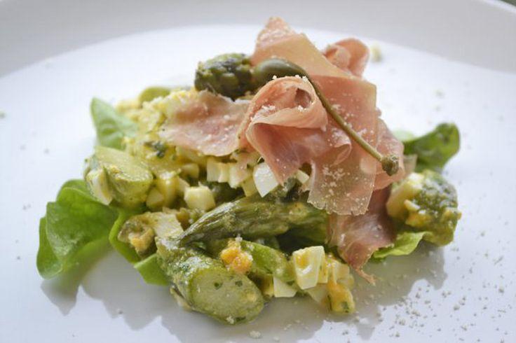 Spargelsalat mit Käse-Kräutervinaigrette (glutenfrei, low carb, veggie)
