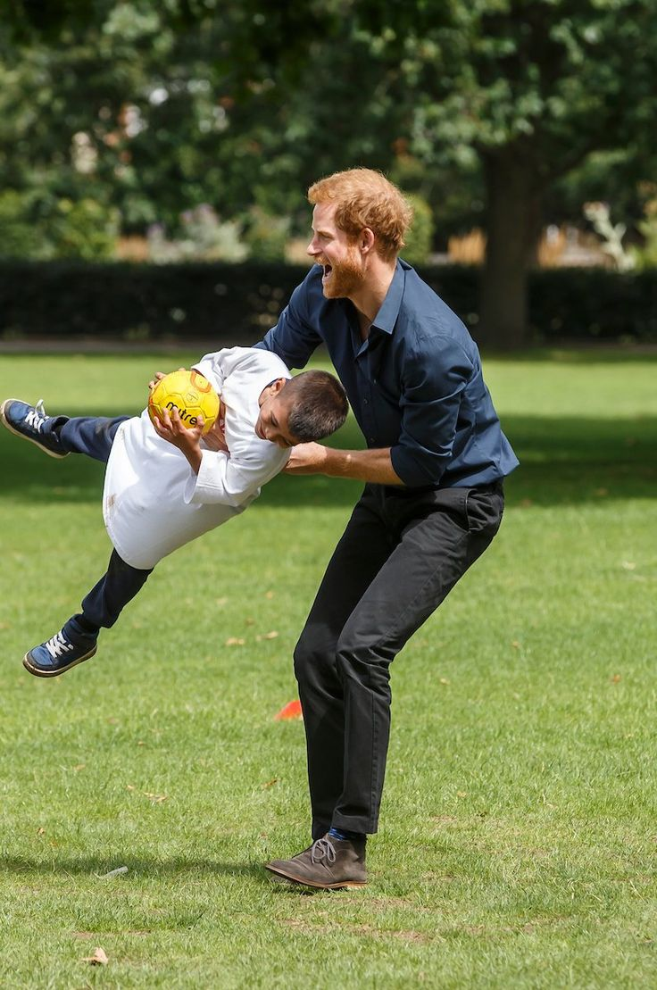 Prince Harry visits #Newham project tackling holiday hunger and helping get young people active 28 July 2017