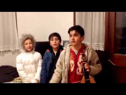 Psinthos.net - Παιδιά τραγουδάνε τα Κάλαντα των Χριστουγέννων στην Ψίνθο (video)