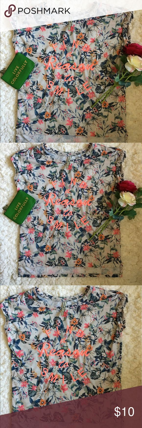 🌺🌸Stradivarius Shirt🌺🌸 🌺🌸Great used condition Top by Stradivarius Floral Top in size Medium🌺🌸 This is a very colorful Floral Top🌺🌸 Shows minor wear such as slight piling🌺🌸 Has folded sleeves🌺🌸Please see all photos🌺🌸 stradivarius Tops