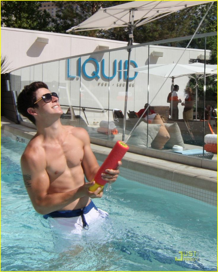 David Henrie Shirtless (Abs & Biceps) In the pool at a pool party. Man, who knew a Disney Star could have such a sexy body?!?!?!