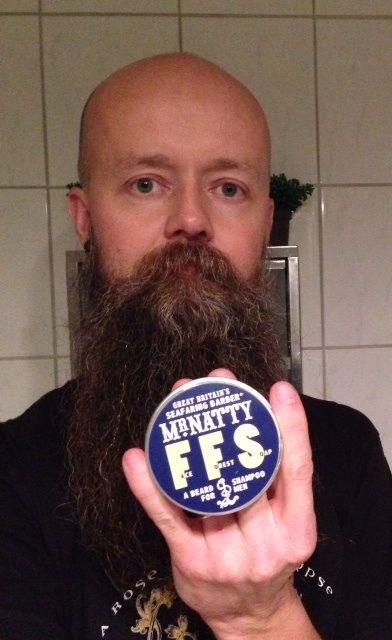 Mr Natty Face Forrest Shampoo Eyeball recenserar schampo för skägget. http://testpiloterna.wordpress.com/2014/01/05/skam-bort-ditt-skagg/