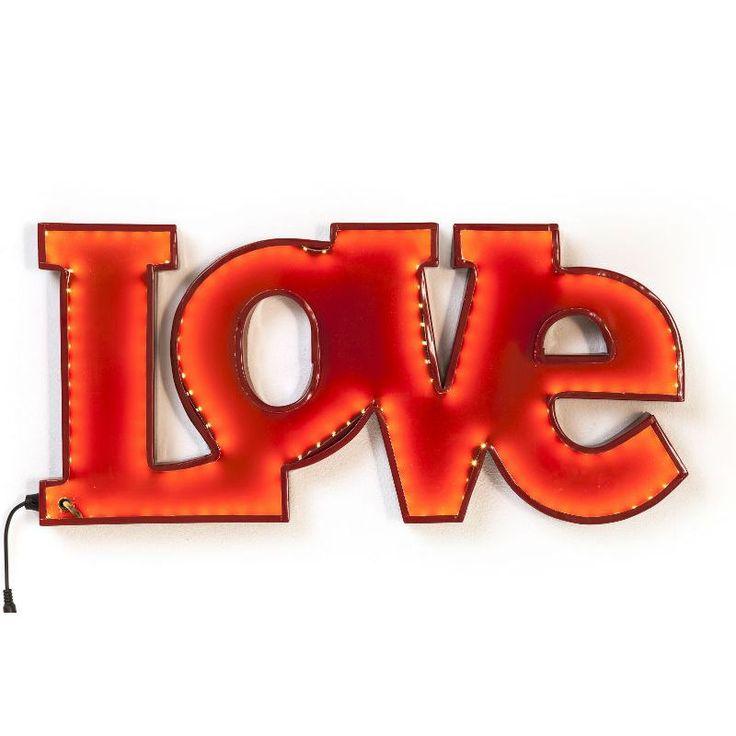 Φωτιστικό τοίχου Love Red LED Δημιουργήστε μία ρομαντική ατμόσφαιρα στο χώρο με το μεταλλικό φωτιστικό τοίχου Love στο άλικο χρώμα του έρωτα και της αγάπης! Energy class: A, συμπεριλαμβάνει λάμπες Led 4,8W ανά μέτρο, DC12.