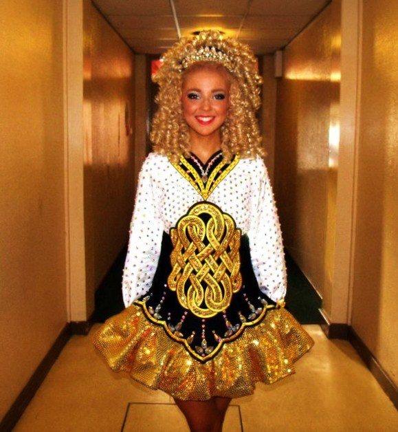 Pretty solo dress! Love the gold.