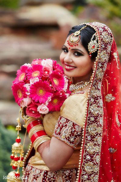 Indian bride holding a bouquet photography after wedding ceremony http://www.maharaniweddings.com/gallery/photo/112747