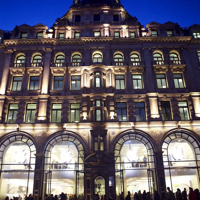 Looking for the ultimate tech #Christmas present for your #TechLover friend? Look no further than the world famous Apple Store in #RegentStreet for gadgets galore. http://bit.ly/1AyP7Wj