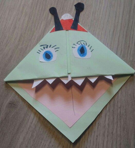 Marque-page fait en origami, collage, découoage et coloriage. - septembre 2015