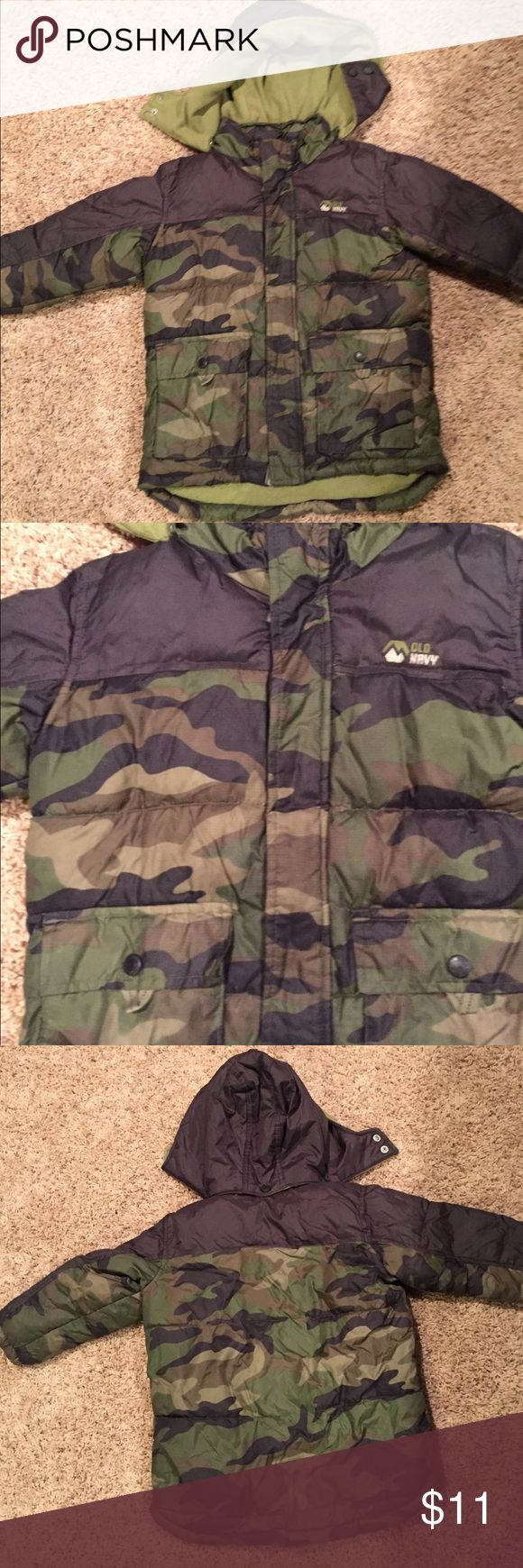 Old Navy Camouflage Winter Coat 4T Young boys winter coat. In excellent condition. Comes from a non-smoking home. Size 4T Old Navy Jackets & Coats