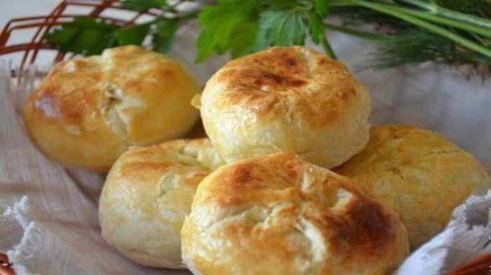 Кныши — это то ли пирожки, то ли булочки с начинкой из белорусской кухни. Кныши из слоёного теста с картошкой —  почти забытое блюдо, но мы Вам предлагаем вспомнить этот чудесный рецепт.