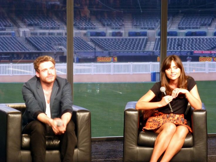 Richard Madden (Game of Thrones) has his panel crashed by girlfriend Jenna Coleman (Doctor Who) - Nerd HQ 2013 #IWantMyNerdHQ