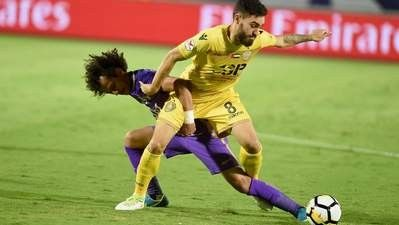 Al Ain's Mohammed Abdulrahman (left) and Al Wasl's Anthony Caceres fight for possession in the Arabian Gulf League at the Hazza bin Zayed Stadium in Al Ain on Saturday night. #AnthonyCaceres