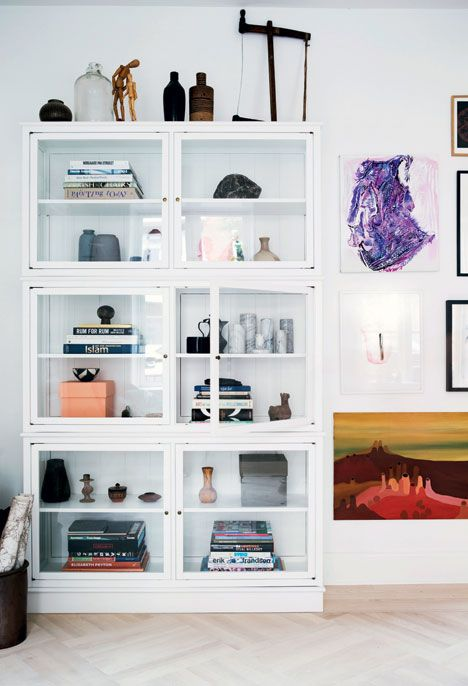 glass cabinet filled with flea market finds | styling: Mette Helena Rasmussen - Boligliv