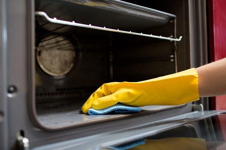 Um maravilhoso limpador de forno totalmente não tóxico e natural