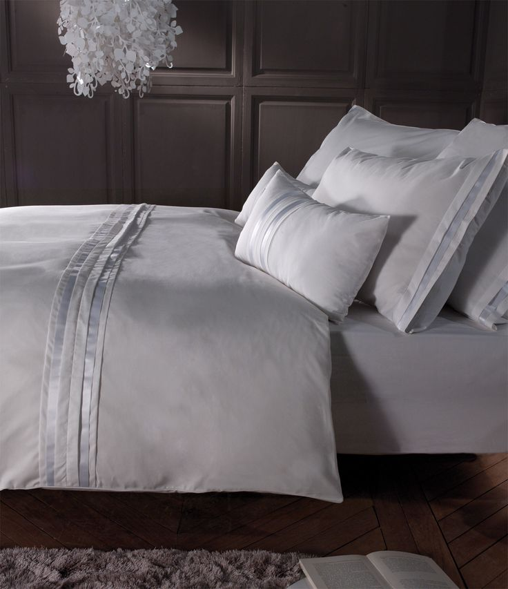 Parure grace k collection blanc houssedecouette taie for Housse de couette satin noir