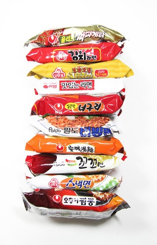So, apparently Korean Neoguri Ramen comes with another ingredient that I've never seen in packages from the US. I'm being cheated!! I might order this just to get REAL Korean ramen~