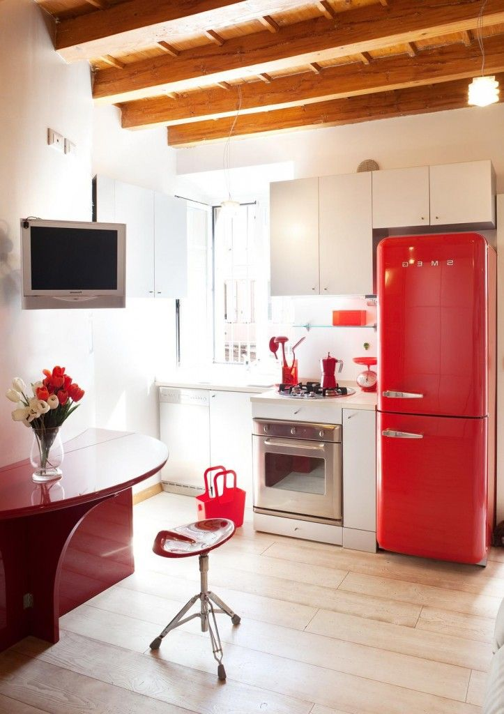 http://www.drissimm.com/wp-content/uploads/2015/04/Simply-red-modern-dining-space-with-stool.jpg