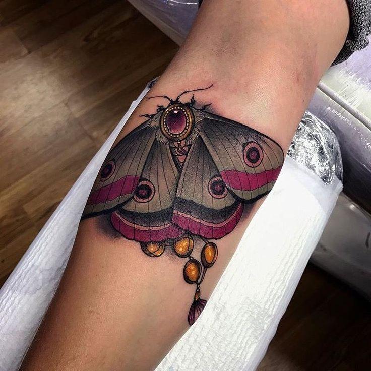 Moth tattoo Xander Masom Tattoo #traditional_tattoo_shoulder #TraditionalTattoos