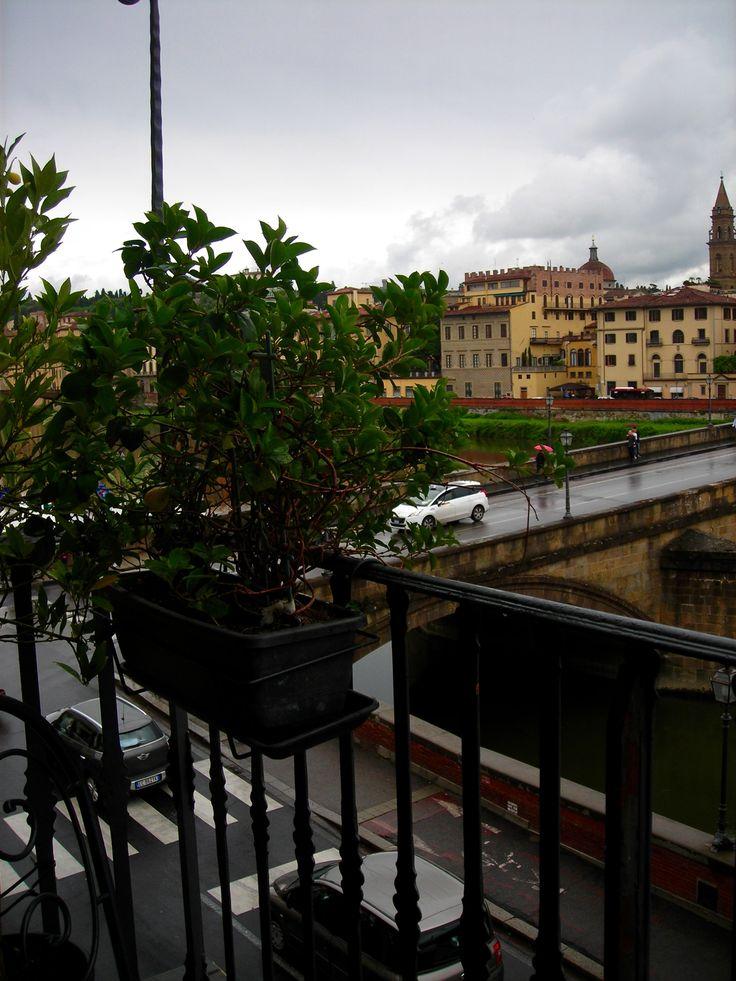 Mirando hacia el río Arno, Florencia- Italia