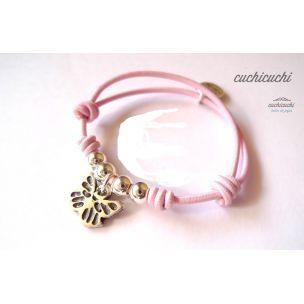 Pulsera elastica color rosa con bolas y mariposa colgando delante en acero bañadas en plata. www.relojesplatayacero.com