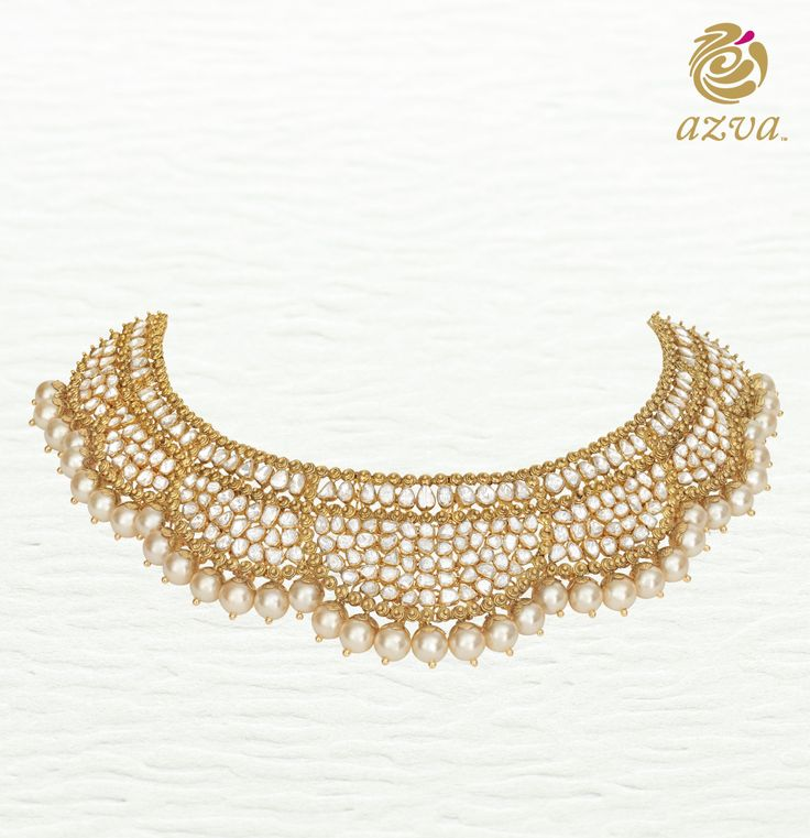 Azva contemporary necklace of diamond polkis with pearls on the edge for a luxurious bridal style. #Goldjewellery #luxury #style