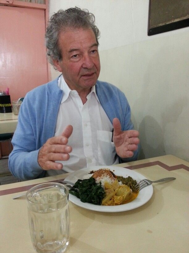 Mr Ebbe Rost van Tonningen trying eat Rendang (Indonesian Food from Padang West Sumatera) the 1st laker eat in the world said CNN