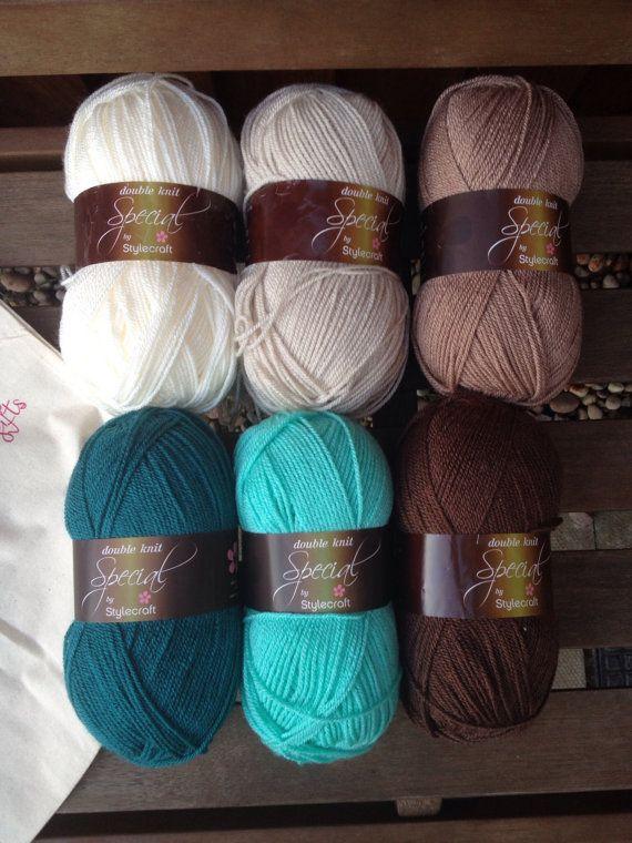 Complete kit to make a crochet granny stripe blanket  von Jamborel, £20,00