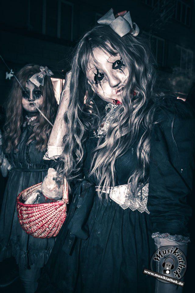 Zombie Alarm - Puppe / Doll. Ein paar Kostüm und Makeup Ideen für Halloween oder Karneval gefällig? Willkommen in der Grusel Abteilung. Einige der besten Horror Kostüme und Makeups findet ihr auf der Website :)