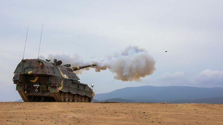 Α/Κ πυροβόλο PzH-2000 του ΕΣ (μέσω army.gr) | Hellenic Army's SP PzH-2000 howitzer (via army.gr).