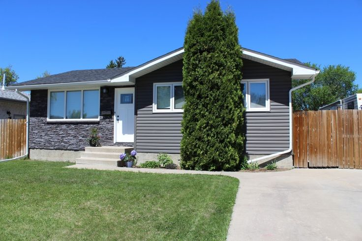 We have a New Listing in Saskatoon Confederation Park! https://saskhouses.com/listings/346-fisher-crescent-saskatoon-confederation-park/ #yxe #confederationpark #bungalow