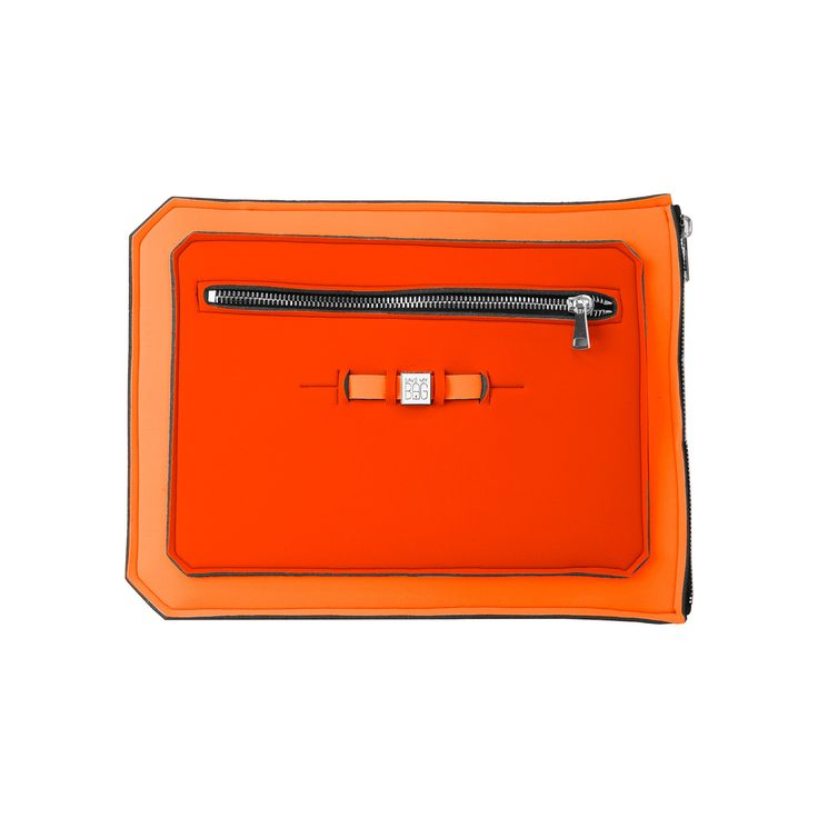 A super-light clutch ideal to shield and securely transport your 15 inch laptop, tablet or documents. Contrasting colours add a pop of flair to your work wardrobe.  Size  39 x 29.5cm  310g  Made in Italy  Vegan Friendly  Made from Poly-Lycra Fabric   Orange