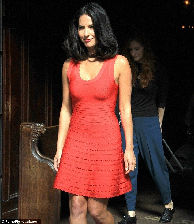 Olivia Munn nicely paired the brightly coloured dress with her olive skin tone