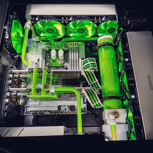 *Update* - Yesterday's Silver mixed with splashes of green from a different angle and actually finished !! Look closely the previous photo doesn't have the epic lime green water-cooling unit. Tag someone who would love this. ✅ ~~~~~~~ DM me to get your build or setup featured! ~~~~~~~ Follow me for more amaIng setups and builds...  ~~~~~~~ Instagram: @techafy ~~~~~~~ Email: Admin@techafy.com ~~~~~~~ Facebook: www.facebook.com/techafy ~~~~~~~ Twitter: twitter.com/techafy ~~~~~~~ #insta...