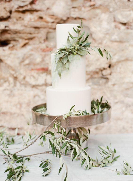 wedding cake idea; Featured Photographer: Marie Film Photographer