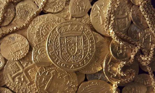Poklad v hodnotě více než milion dolarů - zlaté artefakty a vzácné mince - byl nalezen ve vraku lodi potopené v roce 1715!