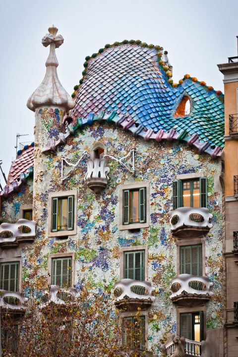 8 of the most Antoni Gaudí architecture buildings in Barcelona that will make you want to book your next vacation to Spain: