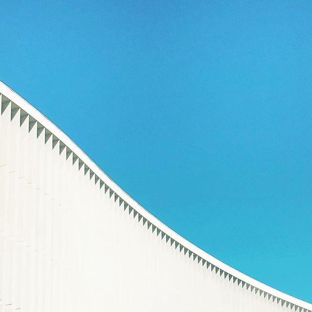 City wave #igersmilano #igerslombardia #igersitalia #shapes #rsa_minimal #minimal #minimalmood #minimalporn