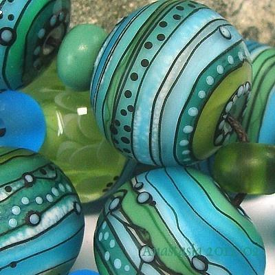 Anastasia - lampwork beads. Love the black detail