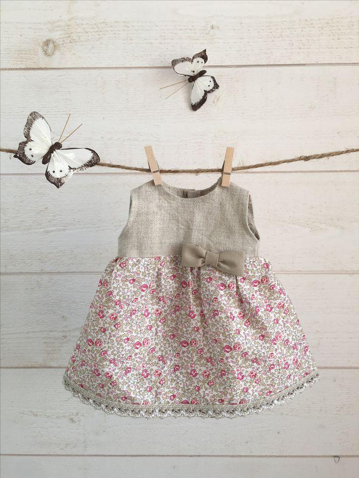 Robe en lin naturel et liberty petites roses  #PoupéesChaperon #poupéesWaldorf