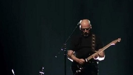 Watch Roger Waters + David Gilmour_ Comfortably Numb, Live, O2 Are by Vivi Penteado on Dailymotion here