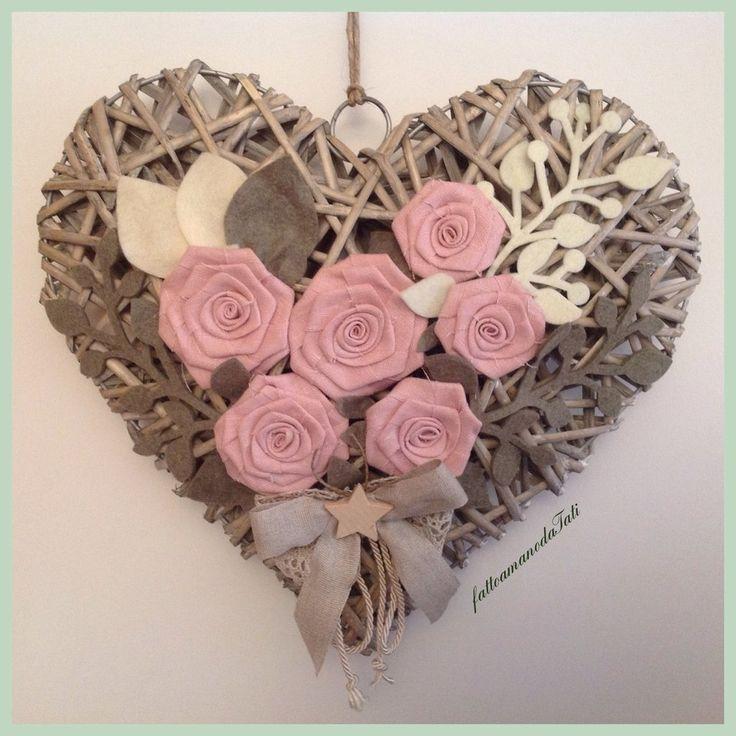 Grande cuore di vimini con rose di lino rosa, by fattoamanodaTati, 40,00 € su misshobby.com