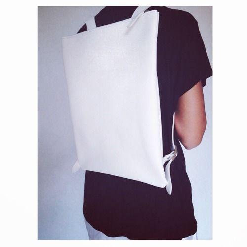 ⚪️white Altea ⚪️  #white #backpack #leather #handmade #bags #basic #essential #squared #madeinitaly #black #blackandwhite