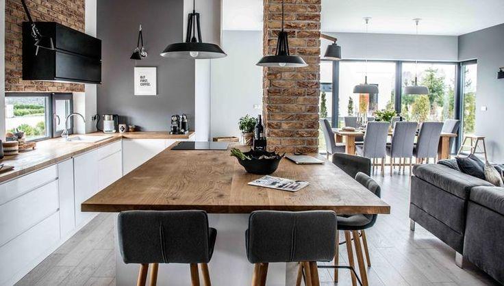 Nowoczesne wnętrze kuchni z jadalnią: drewno, cegła i szarość w aranżacji