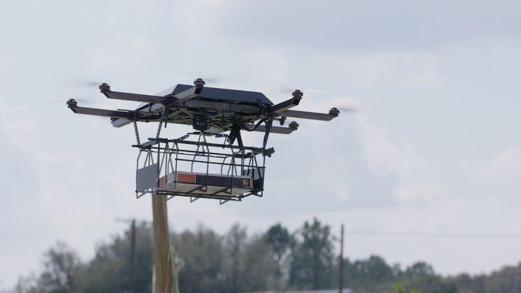 UPS consiguió con éxito la entrega de diversos productos mediante drones, los que fueron lanzados desde el techo de un vehículo.