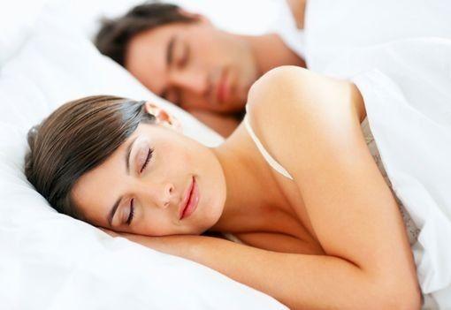 Le sommeil et les huiles essentielles : brume d'oreiller, à base de lavande, camomille noble, petit grain bigarade et mandarine verte