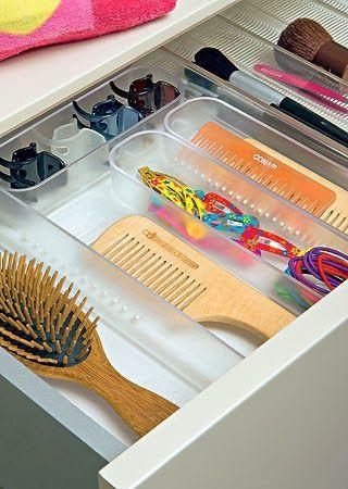 Para deixar as gavetas sempre em ordem e muito mais práticas, utilize organizadores de gaveta. Este modelo é um porta talher com módulos removíveis