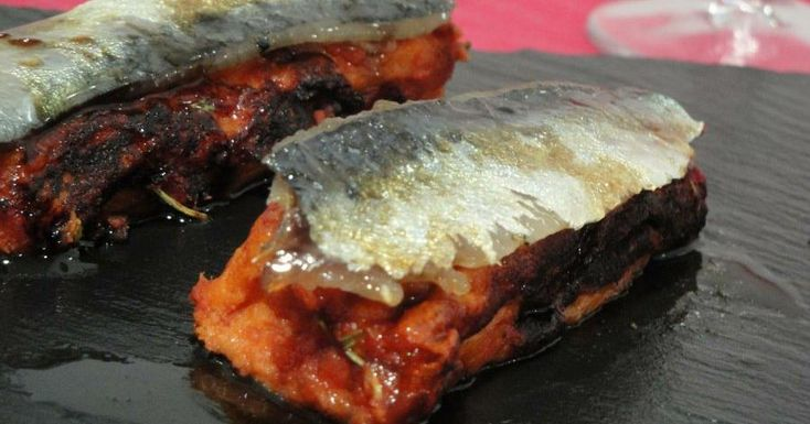 Torrija de tomate con sardinas